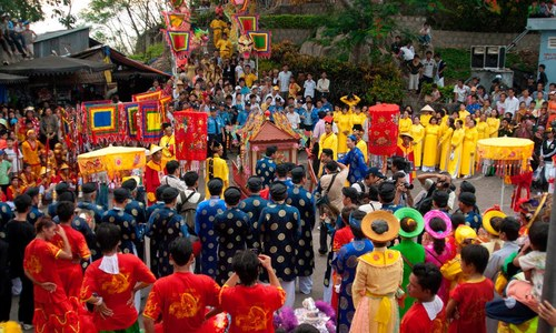 In southern Vietnam, believers come together to celebrate revered goddess