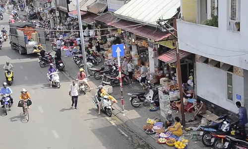 Saigon, three months after sidewalk cleanup campaign