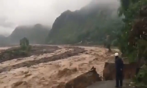 Flood sweeps through Son La in northern Vietnam
