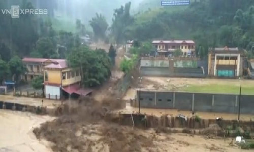 Vietnamese town ravaged by heavy flooding