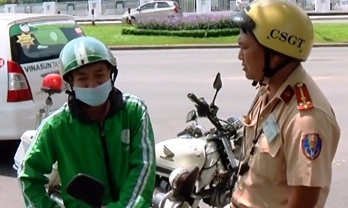 Tan Son Nhat Airport launches crackdown against GrabBike, UberMOTO