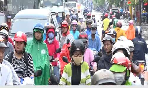 Heavy downpours leave Saigon's traffic in chaos