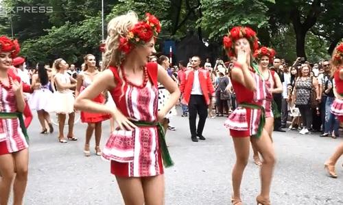 European artists bring carnival flavor to Hanoi's walking street