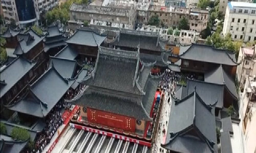 Structure relocation of a historic temple as a whole is done in Shanghai
