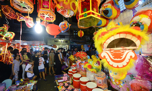 Craft villages get busy for Mid-Autumn Festival in Vietnam