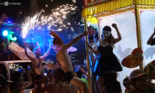 Central Vietnam city goes wild for Mid-Autumn Festival