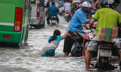 Vietnam's flood-hit lowlands left floundering by climate change