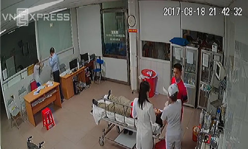 Ward leader fined  for threatening doctors with a plastic stool in central Vietnam