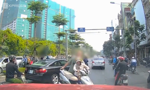 5 times foreigners got fed up and muscled in on Vietnam's traffic offenders