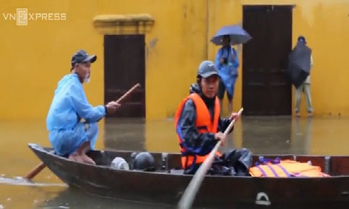 Storm Damrey leaves Hoi An under water