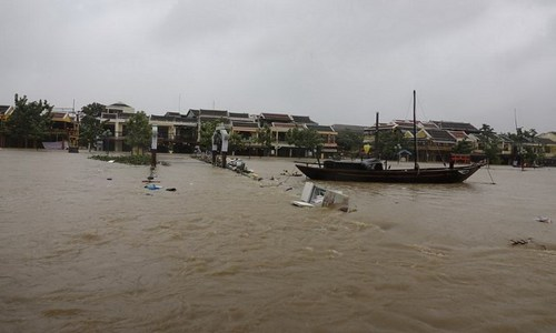 Storm Damrey wreaks havoc in central, southern Vietnam