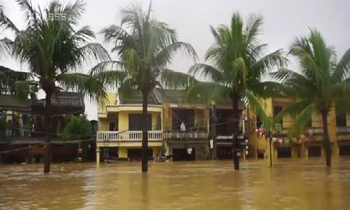 Half of Hoi An under water following Storm Damrey induced heavy rains, dam discharge