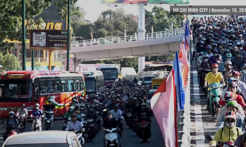 Gridlock on opening day of overpass built to ease traffic near Saigon airport