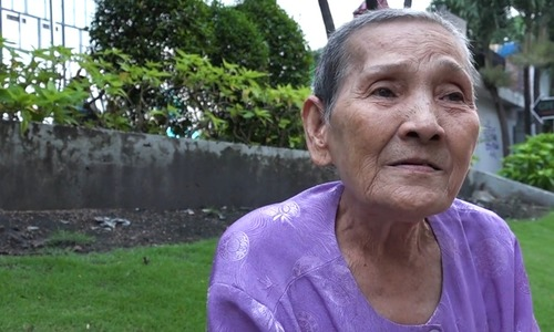 Lottery tickets and languages: Meet this remarkable 84-year-old grandma in Saigon