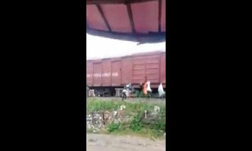 Vietnamese send garbage 800 miles on train to Saigon