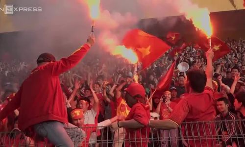 Football fans across Vietnam raze the streets to celebrate Vietnam's semifinal victory