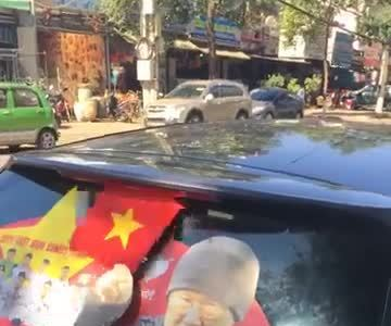 Vietnamese dress their cars up for U23 team's final game against Uzbekistan