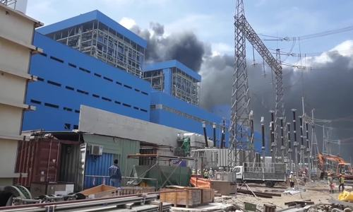 Workers jump for their life during massive fire at Vietnam's thermal power plant