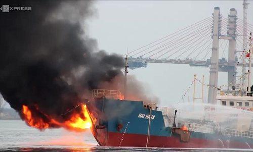 Fuel tanker erupts in giant explosion in northern Vietnam