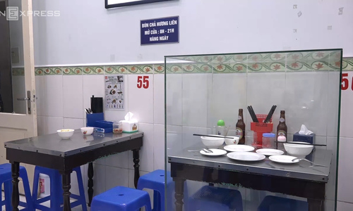 Can't touch this: Table Obama and Bourdain dined at on display in glass cabinet