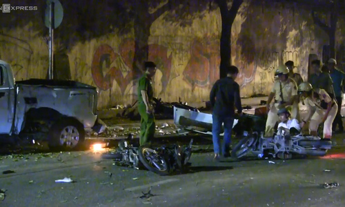 Car crash in Ho Chi Minh City center