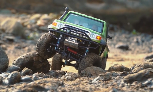 RC enthusiasts go on off-road adventures in Hanoi