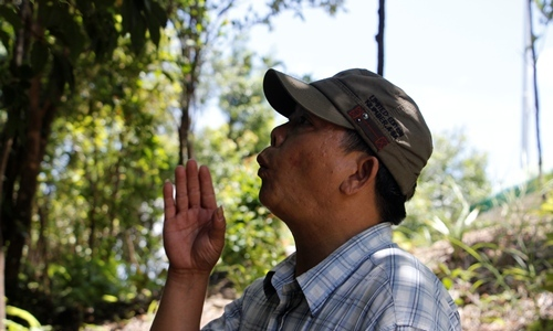 Sings like birds, man goes from zero to hero in Vietnam's park