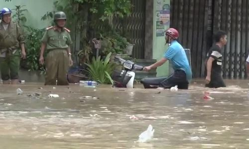 Four dead, three missing as flash floods ravage north, central Vietnam