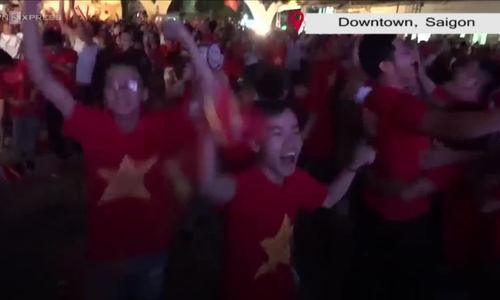 Football fans celebrate as Vietnam advances to Asiad 2018 semifinal
