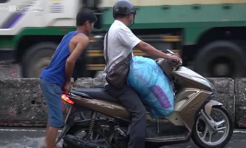 Public step up public services as flooding hits Saigon