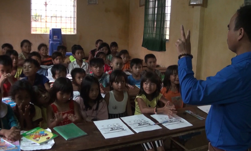 Tiny class in Vietnam's Central Highlands teaches English to ethnic minority children