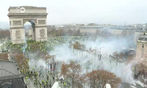 'Yellow vest' protests turn violent in Paris
