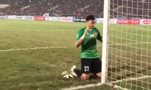 Goalkeeper Dang Van Lam scores an own goal