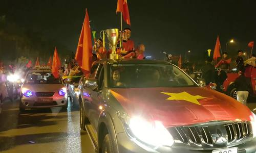 This is how Vietnamese celebrate their AFF Cup victory