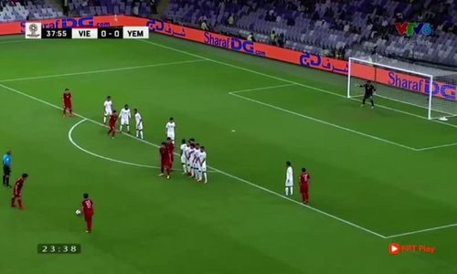 Quang Hai scores from a free kick against Yemen