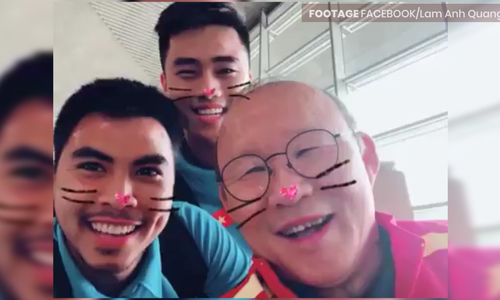 Here is how Coach Park wins hearts of his Vietnamese students