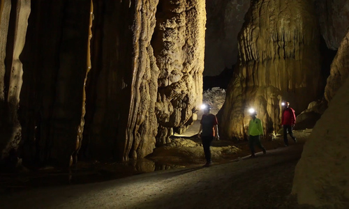 UK cave experts explore underground river in Son Doong Cave