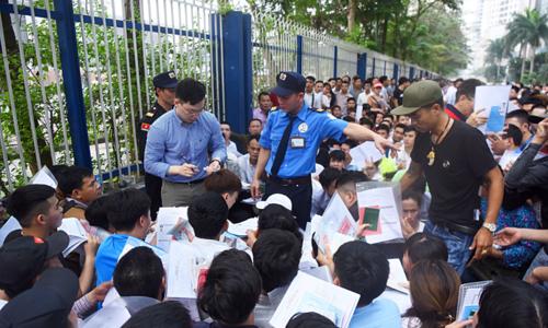 Vietnamese jostle get token numbers for South Korean Visa