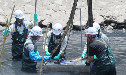Japanese equipment makes promising start to cleaning polluted Hanoi river