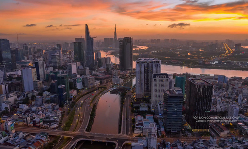 Hyperlapse traffic on bridges shows Saigon as a lively city