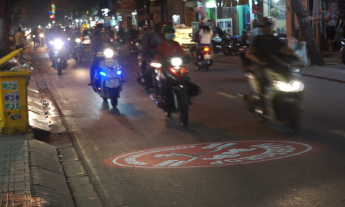 Public calls HCMC advertising projectors on streets driving distractions, unsafe