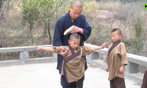 Chế độ luyện tập hà khắc của tiểu tăng Thiếu Lâm Tự