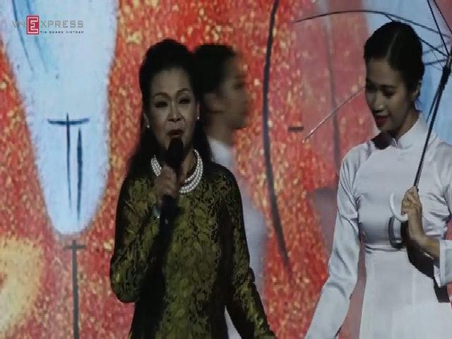 Khánh Ly hát Diễm xưa và Hạ trắng