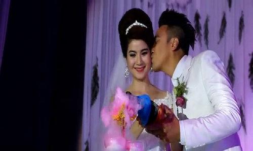 Thanh Duy - Kha Ly du lich chau Au ky niem hai nam cuoi