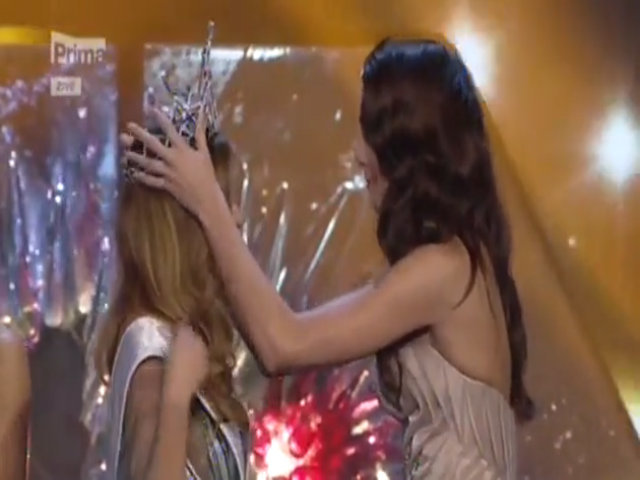 Khoảnh khắc đăng quang của Hoa hậu Hoàn vũ Czech 2016