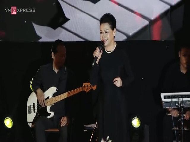 Khánh Ly hát 'Còn tuổi nào cho nhau'