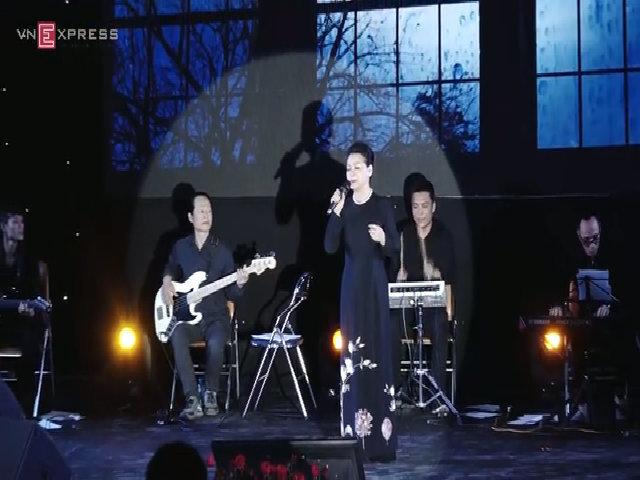 Khánh Ly hát 'Diễm Xưa'