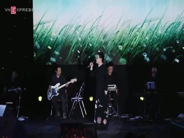 Khánh Ly hát 'Nắng Thủy Tinh'