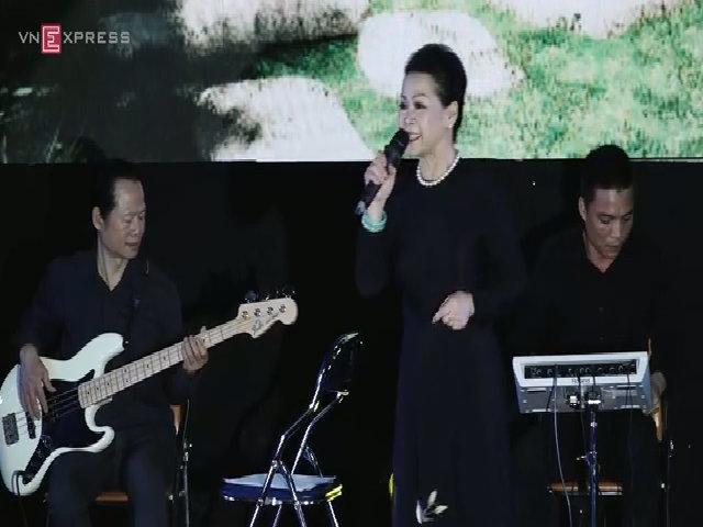 Khánh Ly hát 'Ngẫu nhiên'