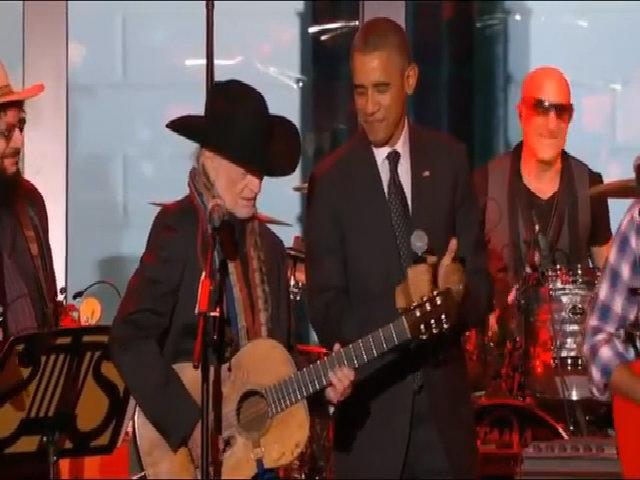 Barack Obama hát cùng Willie Nelson